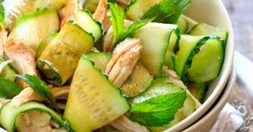 Салат из курицы с огурцами и мятой
