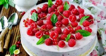 Муссовый торт с малиной, белым шоколадом и кукурузными хлопьями
