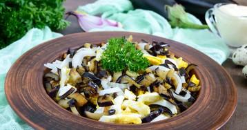 Салат из баклажанов с яйцами и маринованным луком