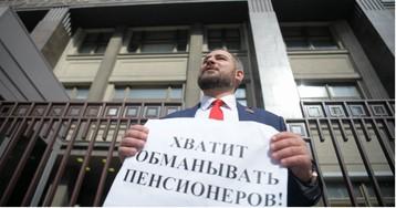 Недовольный ропот в зале. Единороссы задумали смягчить пенсионную реформу