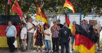 German police in row over far right after officer blocked TV crew at Pegida rally