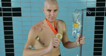 Спортсмен, победивший рак, проплыл 163 километра, чтобы собрать деньги на борьбу с онкологией