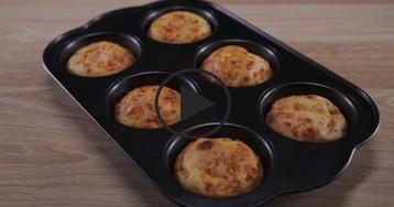 Сырные кексы: видео-рецепт
