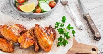 Аппетитные куриные крылья в медовом соусе