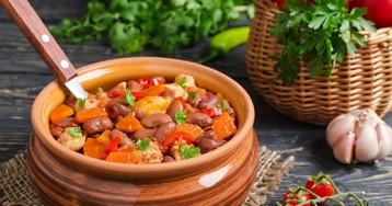 Овощное рагу с фасолью и свининой