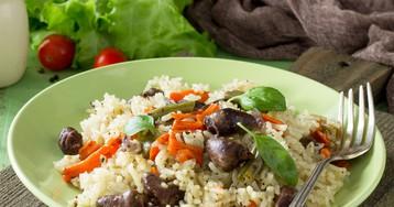 Рис с куриными сердечками и овощами