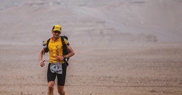 British Runner Wants To Adopt The Stray Dog That Ran Besides Him In a Challenging Desert Race