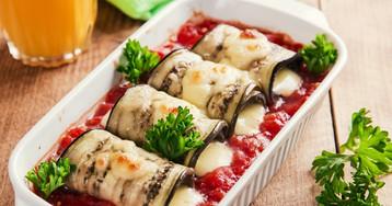 Баклажаны с адыгейским сыром в томатном соусе