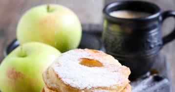 Домашние яблочные оладьи