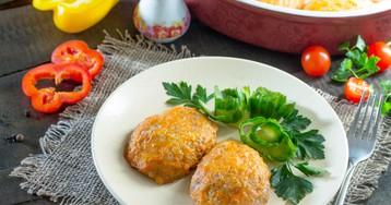 Рисовые котлеты с капустой в томатном соусе