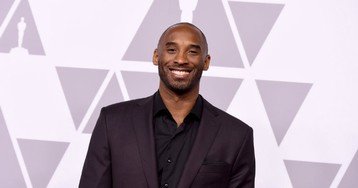 Kobe Bryant Plays Connect 4 Basketball With Ellen DeGeneres