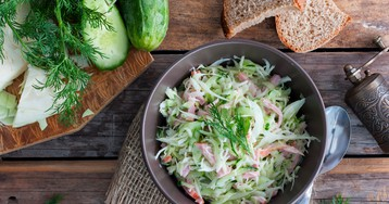 Салат с капустой и ветчиной