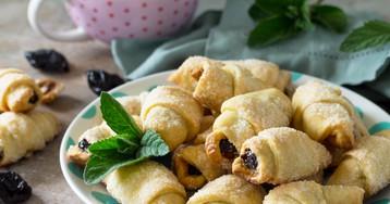 Рогалики с черносливом и грецкими орехами