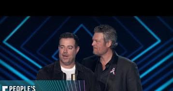 Blake Shelton & Gwen Stefani Were Too Cute at the People's Choice Awards