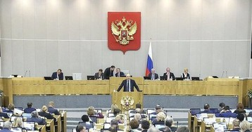 """""""Навостри и слушай"""": в Госдуме объяснили палец депутата в ухе коллеги"""