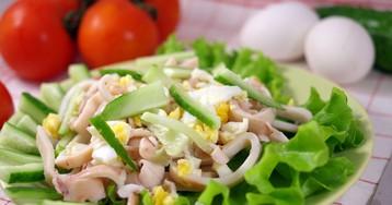 Салат из кальмаров с яйцами и огурцами