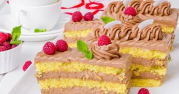 Бисквитные пирожные с шоколадным кремом