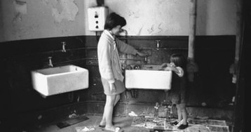 Five million families in Britain living in houses without baths – archive, 29 November 1960