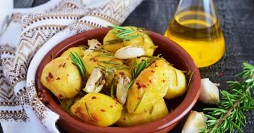 Запечённый картофель с розмарином и чесноком