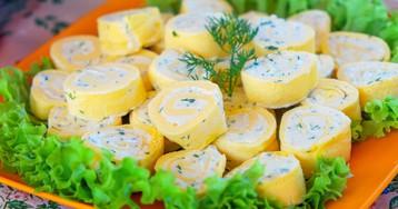 Яичный рулет со сливочным сыром и чесноком