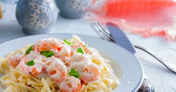 Аппетитная паста с креветками в чесночно-сливочном соусе