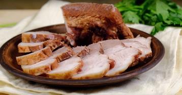 Свиная грудинка в луковой шелухе: видео рецепт