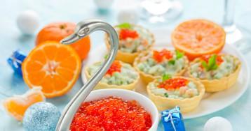 Тарталетки с салатом из красной рыбы
