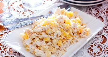 Салат «Нежный» с курицей и ананасами