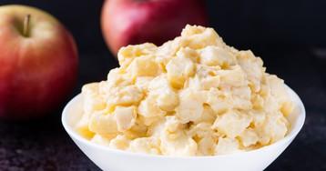 Салат с курицей, яблоками и сыром