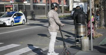 El 65% de los usuarios de los patinetes eléctricos conduce sin protección