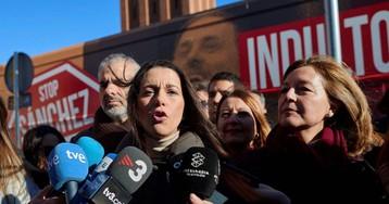Arrimadas y Rivera denuncian insultos a sus militantes en una carpa en Vic