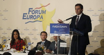 Rivera evita despejar sus preferencias y pactará tanto con el PSOE como con el PP tras las elecciones de mayo