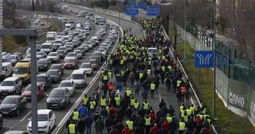 Los taxistas endurecen la huelga en Madrid tras cortar los accesos al aeropuerto y a Ifema