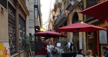 Los vecinos de Valencia se plantan con las terrazas y los pisos turísticos
