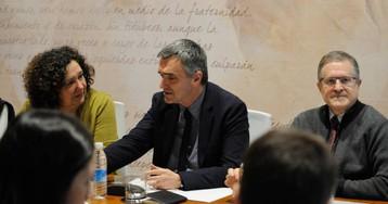 Las víctimas aceptan negociar con el Gobierno vasco los cambios en la asignatura de ETA