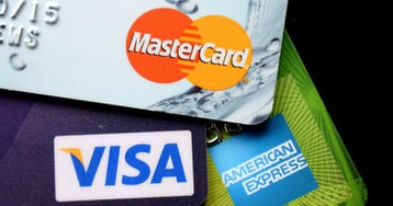 UK shoppers rein in credit card use amid fears over economy