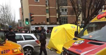 Un peatón muere atropellado por un coche vacío estacionado sin freno de mano