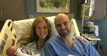 Mom reportedly told she was having twins while in labor