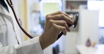 El Sergas contrata a médicos sin la especialidad reconocida para cubrir bajas en centros de salud