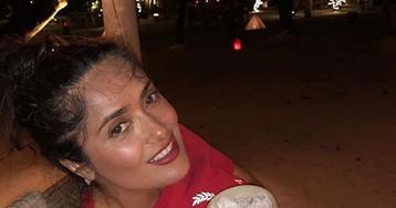 52-летняя Сальма Хайек гордится сединами и естественной красотой