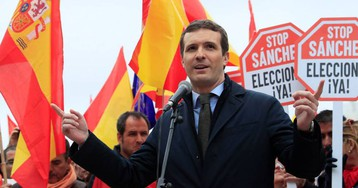 Casado, Rivera y Abascal señalan la puerta de salida a Sánchez en la manifestación de Colón