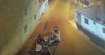 Un joven cae por una alcantarilla tras despistarse con su móvil