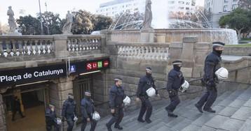 La oposición a Colau fuerza a investigar los 'chivatazos' a manteros