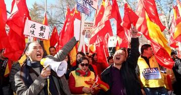 La primera gran manifestación de la comunidad china en Madrid, en imágenes