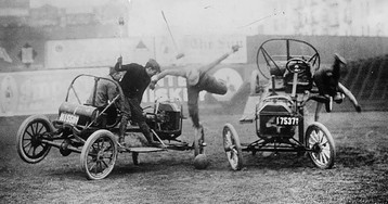 """""""Auto Polo"""": The Ridiculously Dangerous Auto Sport Of The Early 1900s"""