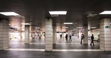 Urbana y Mossos desalojan de forma indefinida a los manteros de la estación de plaza Catalunya