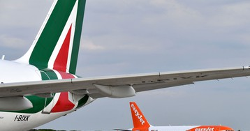 Delta and EasyJet Ponder $452 Million Investment in Alitalia