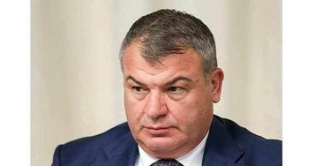 Экс-министр обороны Сердюков утвердил платежку ЖКХ на 93 тысячи рублей