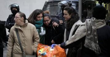 Los Mossos desalojan el Armadillo de Gràcia