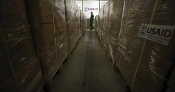 Las 600 toneladas de ayuda que esperan en Colombia